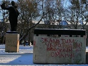КПУ требует распустить Львовский облсовет за памятник Воину-освободителю