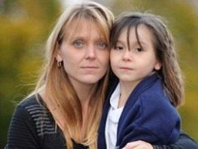 У тебя шоколад на лице: Шестилетнюю британку обвинили в расизме