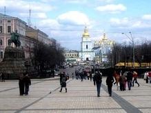На Софийской площади начали заливать каток