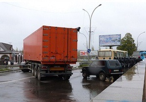 В Первомайске принадлежащие бютовцу КаМАЗы заблокировали автобус Беркута с протоколами