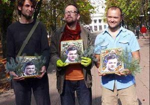 В Луганске провели мастер-класс по изготовлению икон Януковича
