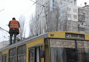 В Киеве водитель троллейбуса погибла под колесами своего транспортного средства
