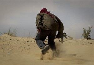 НАТО: Войска Каддафи используют мирных жителей в качестве живого щита