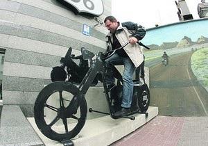 В Киеве появился памятник мотоциклу