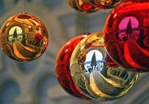 В Таллине от ветра упала главная рождественская елка весом в четыре тонны