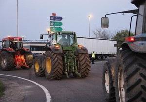 Французские фермеры вывели на акцию протеста в Париже более тысячи тракторов