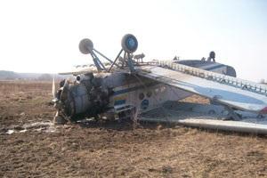 В Винницкой области упал самолет АН-2 , зацепившись за верхушку дерева
