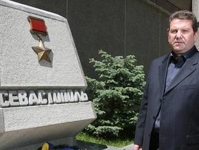 Возле Севастопольской горадминистрации подожгли автопокрышки