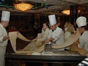В Донецке приготовили самую длинную в мире пасту