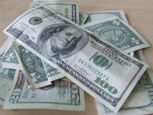 В киевских обменниках доллар поднялся до пяти гривен