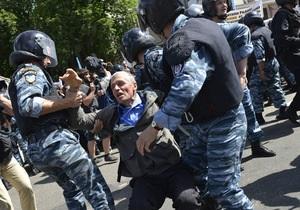 Amnesty International призывает расследовать, каким образом к участникам гей-парада в Киеве пробрались контрпротестующие