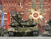 Пикет посольства России в Таллине: Коммунизм и фашизм - братья-близнецы!