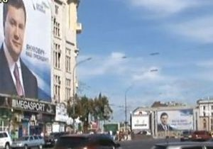 Харьков подготовился к приезду Президента: по городу развесили гигантские изображения Януковича