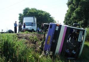 В Киевской области перевернулся автобус: есть пострадавшие