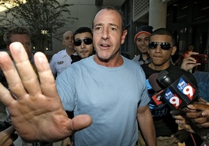 Отец Линдсей Лохан, арестованный за избиение, отпущен под залог