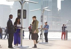 В Нью-Йорке установили зарядные станции для мобильников прямо на улицах