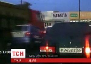 В Саратове произошло крупное ДТП с участием около 30 машин