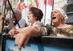 Сегодня несколько сотен сторонников Тимошенко собрались у здания Печерского райсуда
