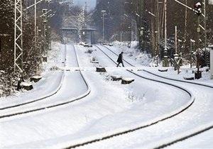 Северное полушарие заметает снегом