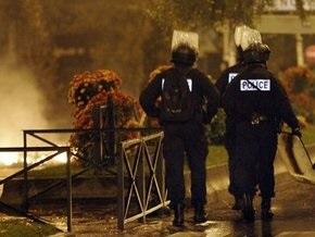 В торговом центре в Париже обезвредили пять взрывных устройств