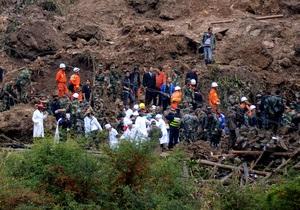 В Китае на месте оползня образовалось грязевое озеро глубиной семь метров. Все попавшие под завал дети погибли