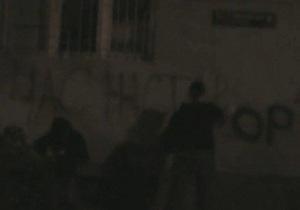 Во Львове неизвестные разрисовали офис Партии регионов