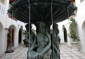 В Австралии неизвестные похитили двухсоткилограммовый бронзовый фонтан