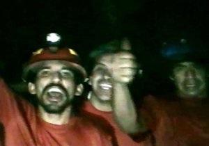 В Чили заблокированным под землей шахтерам впервые доставили горячую еду