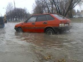 Окружную дорогу в Киеве затопило фекалиями