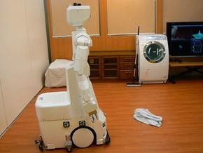 Японцы презентовали робота для пенсионеров, который стирает и моет полы