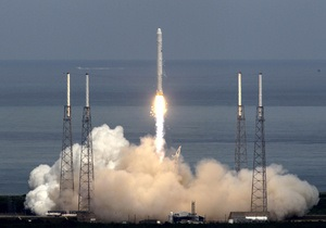 Названа новая дата запуска первого частного корабля к МКС