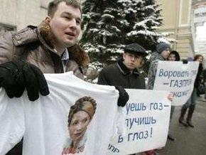 У посольства Украины в Москве провели митинг