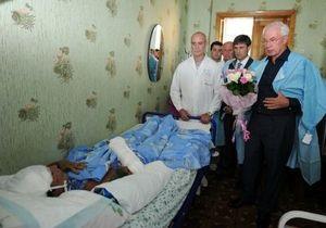 Азарову стыдно за условия в макеевской больнице, где лежат шахтеры