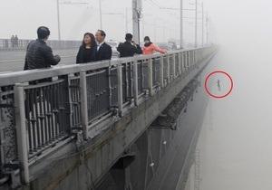 Китайский фотограф случайно снял самоубийство влюбленных