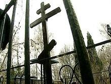 Польские власти заказали 75 похоронных венков для живых деятелей культуры