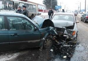 В Житомире в лобовом столкновении двух автомобилей пострадали шесть человек