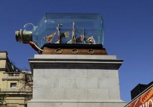В центре Лондона появился корабль в бутылке