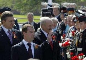 Медеведев, Янукович и Лукашенко выпили  фронтовые сто грамм  с ветеранами