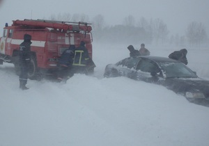 Непогода в Украине - За прошедшие сутки в сугробах на Западной Украине застряли более двух тысяч человек