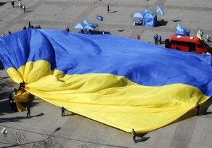 Коммунисты предложили заменить сине-желтый флаг малиновым