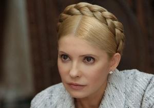 Тимошенко: Единственное, чего не следует делать Януковичу, - это выглядеть смешным
