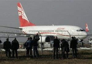 Съехавший с взлетно-посадочной полосы казахский самолет парализовал аэропорт Тбилиси