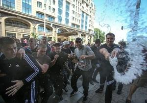 Новости Киева - драка в Киеве - БТР в Киеве - В милиции озвучили свою версию произошедшего во время драки в центре Киева
