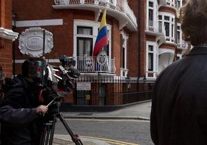 Дело Ассанжа: Лондон намерен снять дипломатический статус с посольства Эквадора