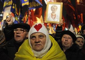 Тимошенко - ЕЭСУ - Во время суда по делу ЕЭСУ неизвестные бросили в оппозиционеров пакет с экскрементами