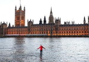 Британский иллюзионист прошелся по Темзе