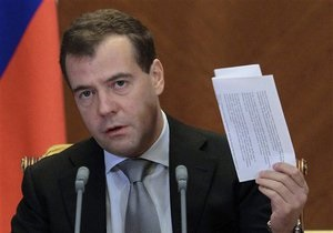 Медведев выяснил, что к его приезду подмосковный поселок превратили в  потемкинскую деревню
