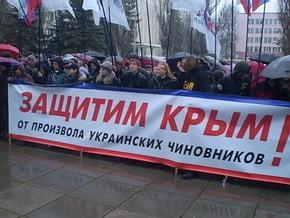 Митингующие в Симферополе забросали яйцами портрет Хрущева