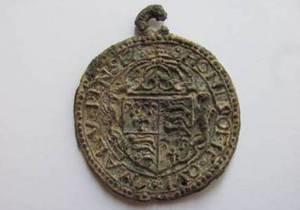 На Волыни археологи нашли 400-летний медальон