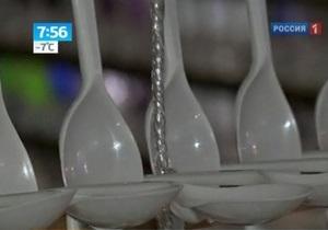 На Тайване установили рождественскую елку из 80 тысяч пластиковых ложек
